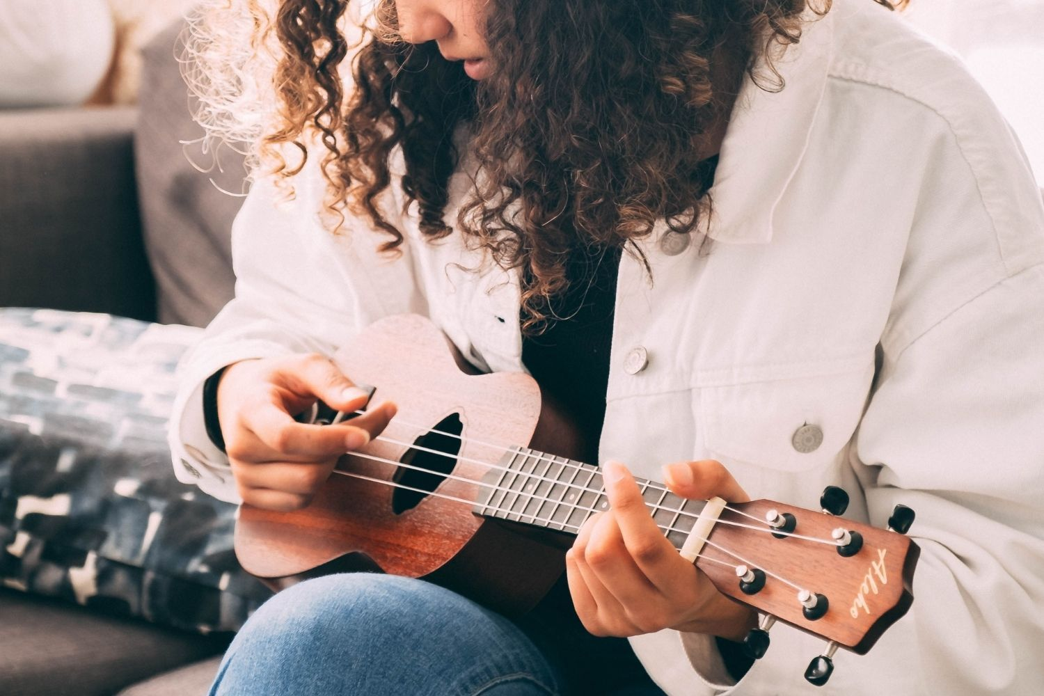 How to Play Ukulele in Easy Online Lessons