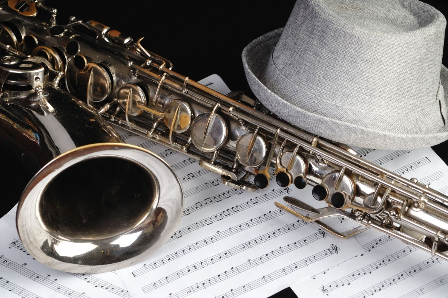 Learn to play the alto saxophone in just 30 minutes per week! Practice videos included.