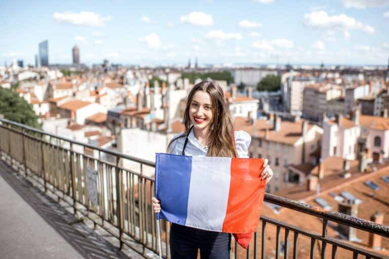 Learn French fast with this non-stop French speaking course for beginners.
