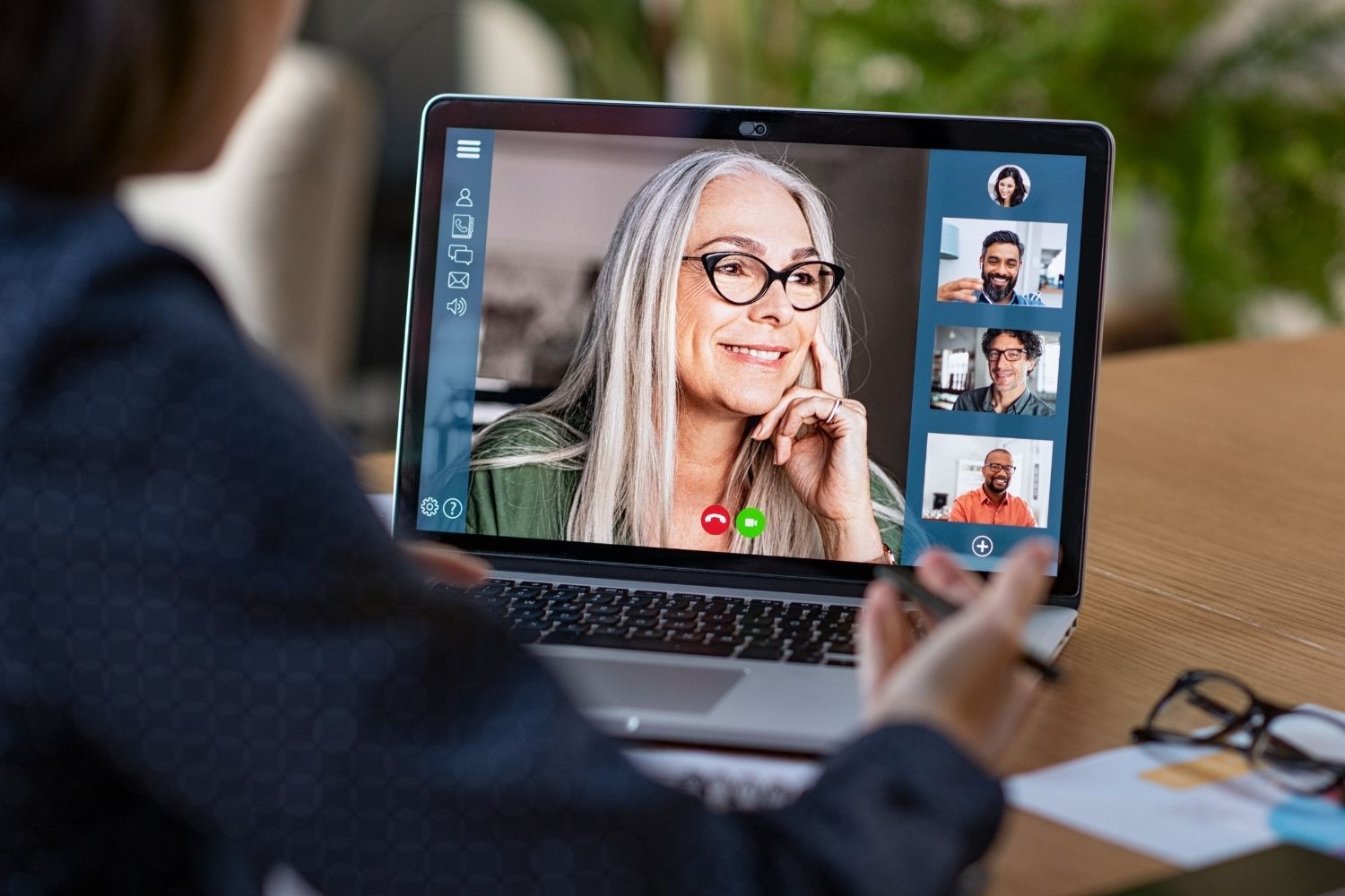 Learn how to effectively manage remote teams.
