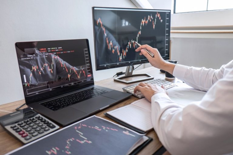 One simple strategy to get profits consistently by using just one indicator.