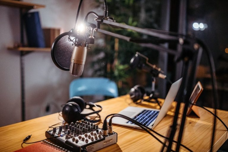 Learn to make your own podcast with stunning audio clarity that competes with your favorite podcasts!